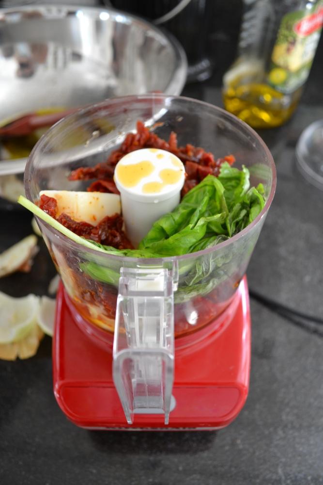 sun dried tomato pasta salad  (2/4)