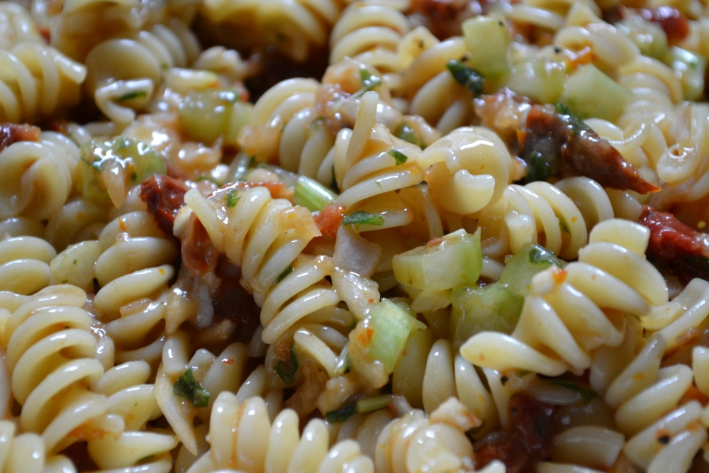 sun dried tomato pasta salad  (3/4)