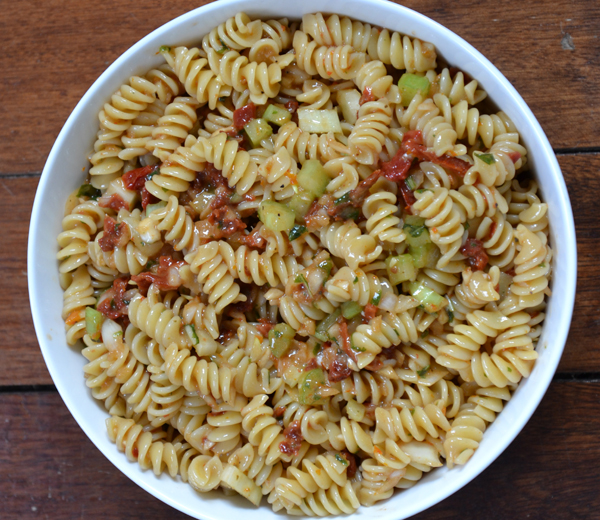 sun dried tomato pasta salad  (4/4)
